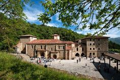 Haz el Camino Lebaniego este verano - Turismo de Cantabria - Portal Oficial de Turismo de Cantabria #Cantabria #Spain Beautiful Places In Spain, Tourist Spots, Spain And Portugal, Place Of Worship, Spring Home, Spain Travel, Capital City, Wanderlust Travel, Traveling By Yourself