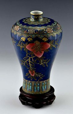 Chinese Qing Dynasty porcelain vase, Mei Ping form