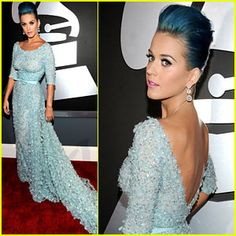I don't think that I could ever do this to my hair but it definitely looks amazing on Katy