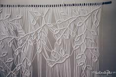 Helmihytti: DIY – Macrame curtains with asymmetrical vine pattern – English translation Macrame Design, Macrame Art, Macrame Projects, Macrame Jewelry, Leaf Curtains, Diy Curtains, Diy Home Crafts, Homemade Crafts, String Crafts