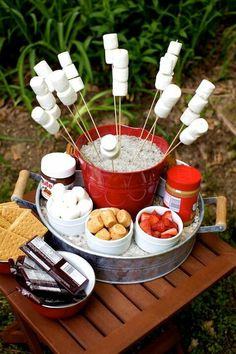 S'mores Bar - LOVE THIS! Have this S'mores Bar with your next BBQ meal, &/or when using your grill for a cookout & party. Summer Parties, Summer Fun, Summer Bucket, Bonfire Parties, Summer Picnic, Summer Nights, Pool Parties, Summer Evening, Bonfire Night Party Decorations