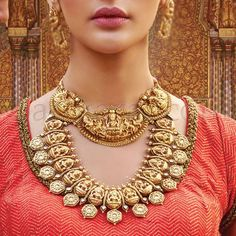 Stunning Temple Jewellery Pieces to Effortlessly Amp Up Your Bridal Look Kids Gold Jewellery, Gold Temple Jewellery, Indian Jewelry Sets, Indian Wedding Jewelry, Antique Jewellery, Gold Jewelry, India Jewelry, Jewelery, Gold Necklace