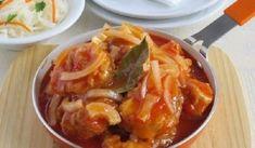 Рыба под маринадом. Прелесть этого рецепта состоит в том, что жареную рыбу в маринаде не нужно дополнительно подвергать тепловой обработке. А хрустящий лучок, по словам моей дочери, придаёт готовому соусу вкус шашлыка.