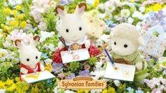 Les enfants se sont installés pour faire de la peinture en plein milieu des champs fleuris du village. #sylvanianfamilies #printemps