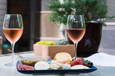 #diTantoInTanto un bicchiere di #vino va bene anche a #pranzo. Cosa prendete oggi? #pausapranzo #winelover