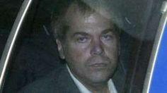Image copyright                  AP Image caption                                      John Hinckley Jr. fue declarado no culpable debido a sus problemas psiquiátricos (foto de archivo de 2003)                                El autor de un tiroteo que sorprendió al mundo en 1981 regresa a su hogar tras 35 años de reclusión en un hospital psiquiátrico. John Hinckley Jr., el hombre que intentó asesinar al presidente de Estados Unidos Rona