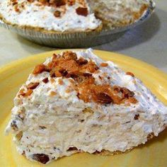 Butterfinger Pie: 6 ounce) butterfinger candy bars, crushed 1 ounce) package cream cheese 1 ounce) carton Cool Whip 1 graham cracker crust Mix first three ingredients, fill pie crust, chill. That easy and so delicious! Bon Dessert, Eat Dessert First, Dessert Food, Dessert Healthy, Pumpkin Dessert, Pumpkin Cheesecake, Yummy Treats, Sweet Treats, Yummy Food