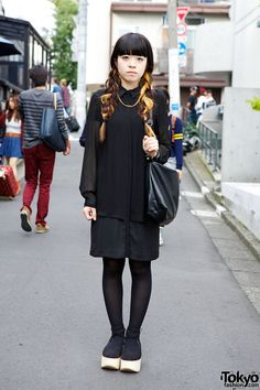 Two-tone Hair, All-Black Fashion & Belly Button Platforms in Harajuku - Tokyo Fashion News