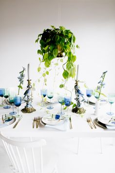 how to create a modern vintage tabletop by using color | via coco kelley