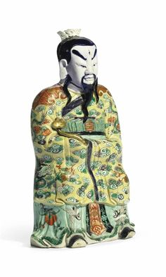 Afamille vertebiscuit figure of a daoist immortal, Kangxi period (1662-1722)