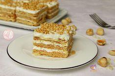 La millefoglie con crema di latte e nocciole, una torta buonissima e facile da preparare. La crema è veloce, senza cottura e non richiede uova.