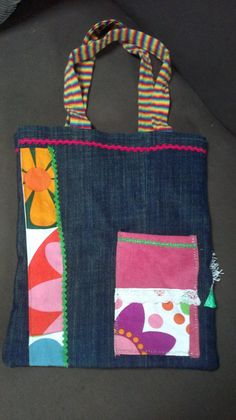 Creando con las manos: Bolsos de tela.... reversibles Jean Purses, Purses And Bags, Patch Design, Quilted Bag, Diy Bags, Cute Bags, Bag Making, Creations, Diaper Bag