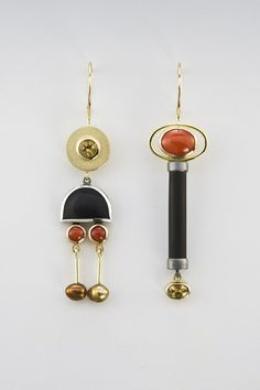 Earrings made of 18kt, oxidized sterling silver, beryl, onyx, coral, pearl.