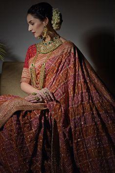 Masterpiece Red Banarasi Zari Bandhej with Zardozi Work Saree Pure Georgette Sarees, Bandhani Saree, Banarasi Sarees, Indian Bridal Outfits, Indian Dresses, Bridal Dresses, Sari Bluse, Indische Sarees, Saree Look