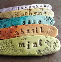 Most current Pics air dry Clay ideas Suggestions Ombre Herb Garden Markers Tutorial – – Toepfern – Salt Dough Projects, Salt Dough Crafts, Clay Projects, Concrete Projects, Herb Markers, Plant Markers, Plant Labels, Garden Labels, Herb Labels