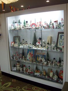 This is one shot of the vintage snowman collection from the museum room at the Golden Glow of Christmas Past Convention for 2011. This is for my girl Michele (Madslucky13)