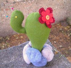 Don'na du lar: Alfineteiro fofo de cactus em feltro-DA NET