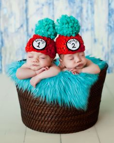Adorable Dr. Seuss newborn photography ideas and poses.