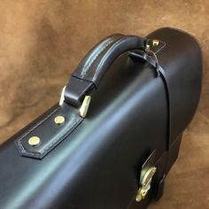 Vegetable Leather, Leather Briefcase, Hand Sewing, Leather Products, Briefcases, Letterhead, Bespoke, Honey, Style