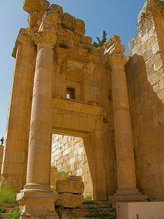 ✮ Gigantic Columns of Tetrastyle Gateway in front of Propylaeumin - Petra, Jordan