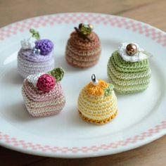 しましまプチケーキ #amigurumi #cake #stripe #sweets #petit #handmade #kawaii #chocolate…