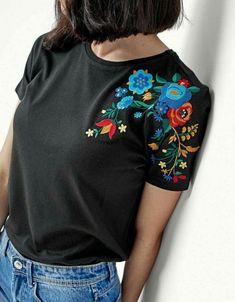 New sewing clothes refashion inspiration ideas ideas Embroidery On Clothes, Embroidered Clothes, Embroidery Fashion, Hand Embroidery Designs, Diy Embroidery, Embroidery Patterns, Embroidery On Tshirt, Diy Fashion, Ideias Fashion