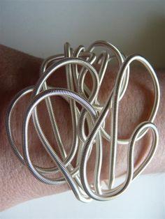 Bracelet liane argent - [bra liane]   Bracelet liane SANDRINE GIRAUD. Sans nickel; Fabrication française. Réalisé en fils de cuivre émaillé, ce bijou est modulable. Vous pouvez les tordre et le destructurer en fonctions de vos envies. Taille ajustable.