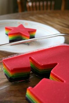 rainbow firm rainbow jello - the munchies archive Rainbow Jello, Rainbow Food, Taste The Rainbow, Rainbow Star, Rainbow Treats, Rainbow Parties, Rainbow Birthday Party, Birthday Treats, Jello Pinwheels