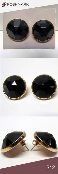 Vintage Pair of Earrings Vintage Pair of Earrings, Gold Tone with Black Plastic - Costume Jewelry - Collectible Jewelry  Good Vintage Condition; Please See pictures for condition and details, thanks. The quarter is shown for scale and is not included. Jewelry Earrings