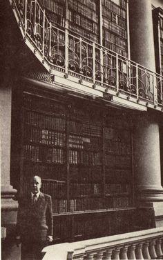 Jorge Luis Borges- the BEST short stories ever.