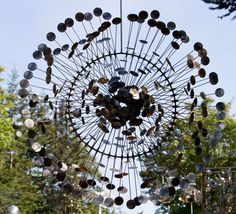 Anthony Howe makes suspended and freestanding kinetic sculptures designed to respond to the exterior natural environment of wind and light. Wind Sculptures, Sculpture Art, Sound Sculpture, Outdoor Sculpture, Anthony Howe, Graffiti, Art Du Monde, Parts Of The Earth, Kinetic Art
