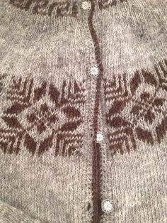 Ravelry: hodgun's Þjóðbjörg by Móakot - a beautiful old Icelandic pattern