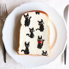 Cat toast art by Nayoko *・☆・*. (@nayoko054)