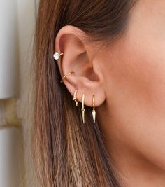 Piercing Snug, Pretty Ear Piercings, Ear Piercings Cartilage, Multiple Ear Piercings, Cartilage Earrings, Hoop Earrings, Double Cartilage, Lip Piercings, Dermal Piercing