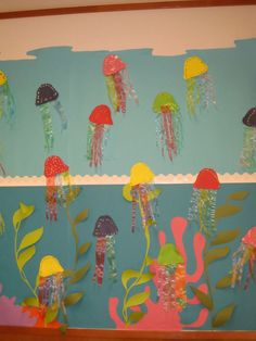 El fondo del mar con huellas digitales.       El fondo del mar con muuuuuuchas medusas. ¡Qué miedo!     Con platos de papel:         ...