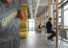 De nieuwe locatie, een monumentale loods op het NDSM terrein, van Greenpeace biedt alles waar Greenpeace voor staat: duurzaam, verantwoord en goed bereikbaar.