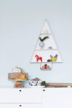 How to: Make a Modern Wooden Christmas Tree Display Shelf