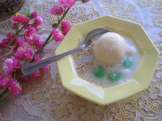 Home made Vietnamese dessert. My mom was teaching me how to make this while I took pics and wrote everything down for a cookbook. It was her idea to put the flower and it came out nice!