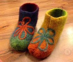 Arkimamman Arkiralli: Huovutetut tossut Felt Shoes, Baby Shoes, Diy And Crafts, Slippers, Socks, Knitting, Felting, Therapy, Fashion