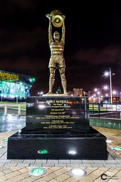 No 5 scored against Kilmarnock at the minute. Hey Billy you made that happen. The amount of success you gave celtic. No bigotry just an amazing player and a human being. So emotional today. Celtic Fc, Celtic Symbols, Football Soccer, Football Players, Soccer Teams, British Football, Michael S, European Cup, Liverpool Fc