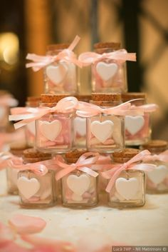 DIY wedding favors: 6 ideas to train your Bomboniere per matrimonio fai da te: 6 spunti per allenare la creatività! Ideas for the presentation of sugared almonds and favors - Popcorn Wedding Favors, Edible Wedding Favors, Wedding Favor Boxes, Wedding Favors Cheap, Baby Favors, Crafts With Glass Jars, Baby Shower Vintage, Gold Birthday Party, Wedding Gifts For Guests