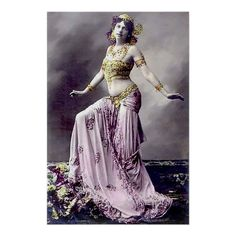 Mata Hari, Belle Epoque, Vintage Photographs, Vintage Photos, Divas, Belly Dancing Classes, Native American Girls, Vintage Burlesque, Nude Portrait