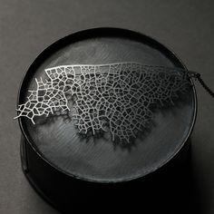 moorigin / Skeleton Leaf Pendant L Black