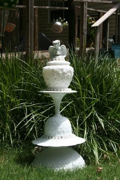 Beautiful Vintage Milk Glass garden totem