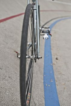 Umm ... Love that there is a bike on a velodrome.. However, there are no right turns in track cycling ...