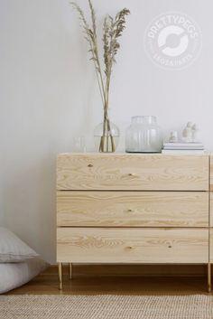 IKEA Ivar byrå au naturel med Prettypegs ben och knoppar i mässing för en lyxigare look!  Ikea Furniture, Furniture Plans, Natural Wood Dresser, Replacement Furniture Legs, Ivar Hack, Love Your Home, Diy Interior, Home Decor Bedroom, Hemnes