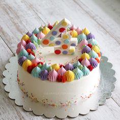 28 ideas for birthday cake decorating buttercream - Birthday Cake Flower Ideen Buttercream Cake Designs, Buttercream Birthday Cake, Buttercream Cupcakes, Fun Cupcakes, Fondant Cakes, Cupcake Cakes, Birthday Desserts, Birthday Cake Decorating, Cute Desserts