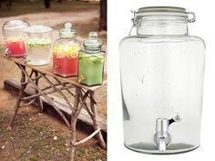 Drinkar i glasbehållare med tappkran är enkelt och går snabbt att göra - dessutom är det vackert.