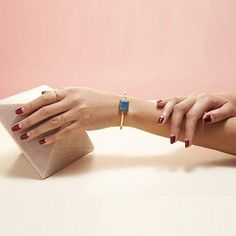 Ringly has released Aries collection, their latest smart bracelet designed for ladies. With its fashionable design, the bracelet matches well with your other je Aries, Smart Ring, Track Workout, Jewelry Show, Jewellery, Smart Bracelet, Wearable Technology, Jewelry Companies, Bracelet Designs