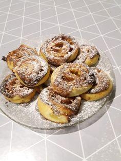 Ha van otthon leveles tészta és egy kis mascarpone, így készíthetsz pillanatok alatt mascarponés tekercset! - Bidista.com - A TippLista! Bagel, Doughnut, Food And Drink, Bread, Cookies, Basket, Recipes, Mascarpone, Crack Crackers